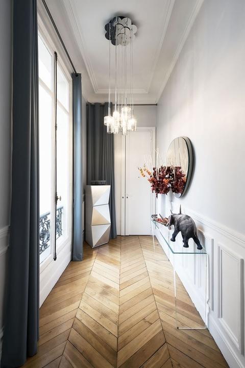 Дизайн узкого коридора в квартире: 40 фото и 20 советов по оформлению