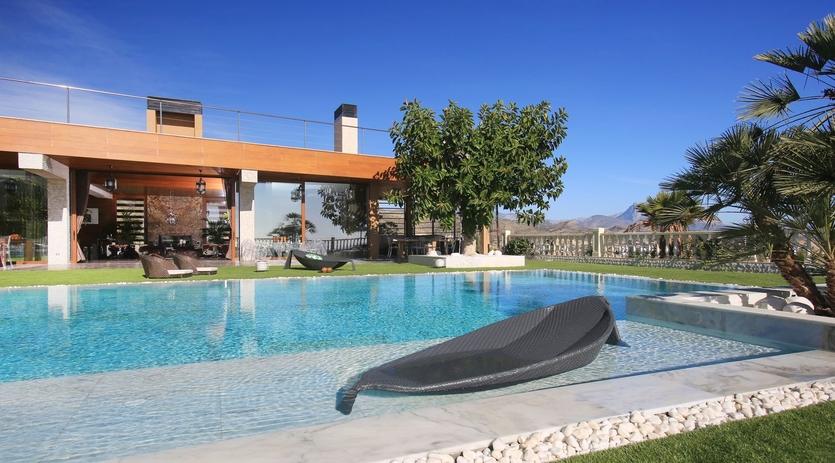 Дом с бассейном купить за границей бизнес в австрии купить