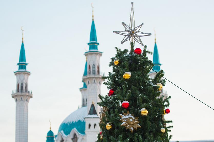 Десятки метров и миллионы рублей: 8 самых дорогих елок в мире