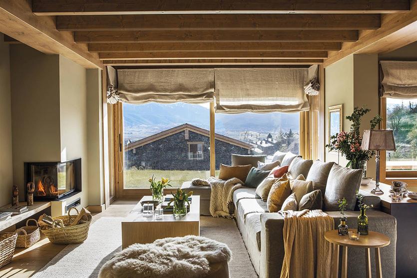 Интерьер гостиной в деревянном доме: советы, тренды и 55 фото для вдохновения