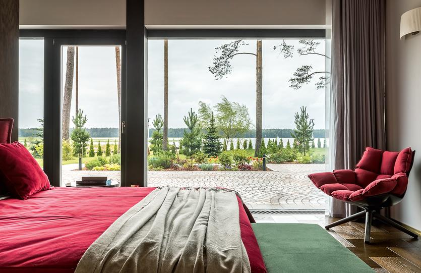 Современный дом со спа-зоной и видом на озеро